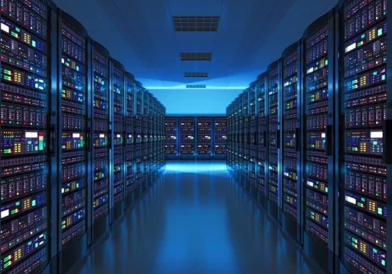 Interiér serverové místnosti v datovém centru