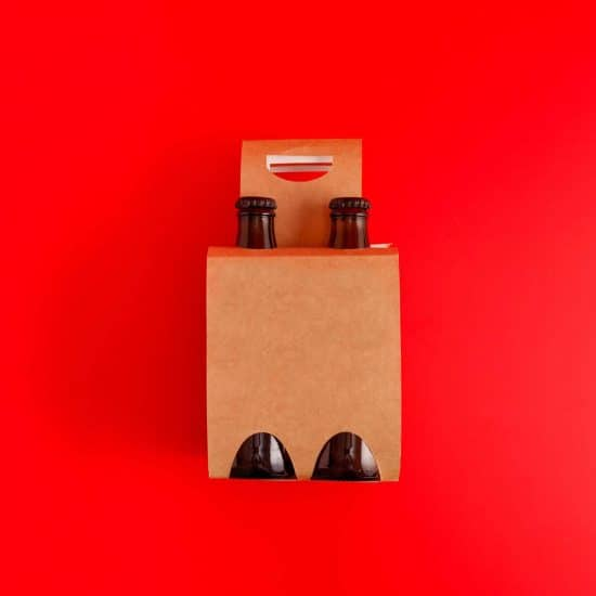 Presentation of pack of four beers with red background